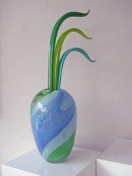 """Anna Ehrner, """"Vaas met stengels"""", geblazen glas, hoog 85, diameter 22 cm."""