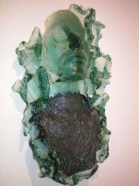 Mari Meszaros, Old Picture from Grannie's Photoalbum (hangobject), groen floatglas met koperfolie, 45 x 32 cm.