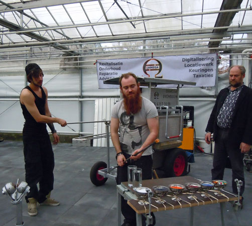 Demonstratie glasbewerken door Maurice la Rooy, Geir Nunstad en Hein van de Water.