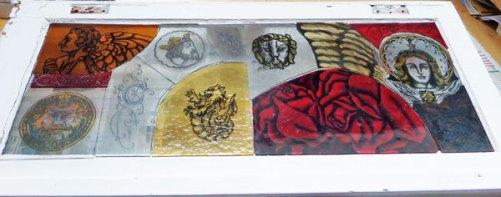 """Candida van Nugteren, raam """"Pieces of the past"""", gebrandschilderd, glas in lood, 100 x 50, 2014."""