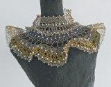 Wytske Zwetsloot-8-Dubbel collier, goud- en zilverdraad gehaakt.