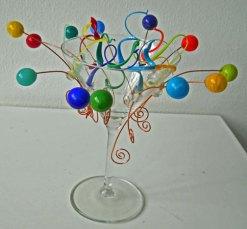 'Party', aan de brander gemaakte bollen en krullen, hoog 19 cm.