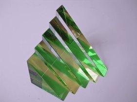 """Trap"" geel-groen, optisch kristal, 9,5 x 14,5 x 10 cm."