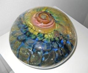 Glassculptuur Nr. 8718 - door metaal geblazen glas, 24 x 19 cm.