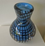 Blue and Black Network - geblazen glas, hoog 30 cm.