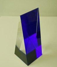 Driehoek Blauwe voet - Tsjechisch optisch kristal, 8x21x8 cm.