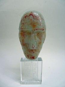 Glazen hoofd rood - gegoten glas, hoog 26 cm.
