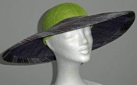 Een feestelijke hoed voor prachtige momenten! - natuurlijk sinamay, maat 57 cm.