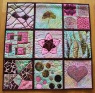 Vrij werk - Rose, lila, groen, zwart zijde, voile en katoen. Diverse naaitechnieken. Blokken aan elkaar gezet middels techniek: quilt as you go, 75 x 75 cm