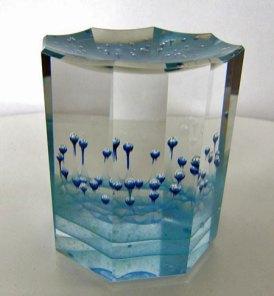 Jan Stohanzl - helder optisch glas met ingesloten luchtbelletjes. hoog 9 cm.