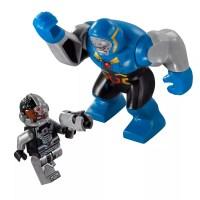 LEGO DC Comics Super Heroes 76028 pas cher - L'invasion de ...