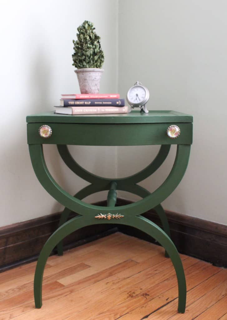 Table in Country Chic Paint Forever Green