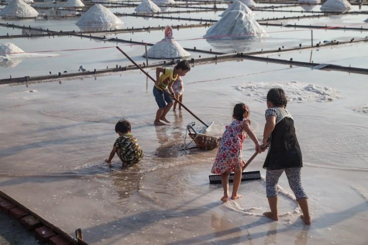 Jingzaijiao Salt Fields Playing in Salt