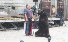 Frédéric Chesneau et l'ours Valentin