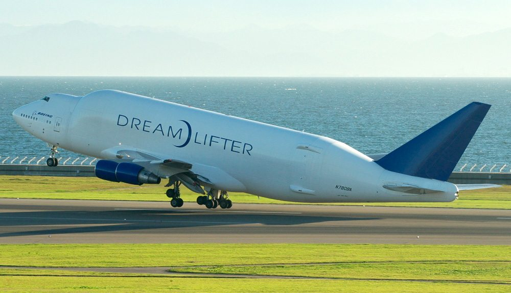 A 747 Dreamlifter takes off. Credit: Yamaguchi Yoshiaki
