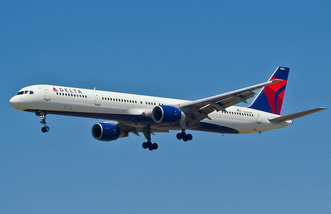 A Delta 757 on approach. Credit: Motohide Miwa from USA.