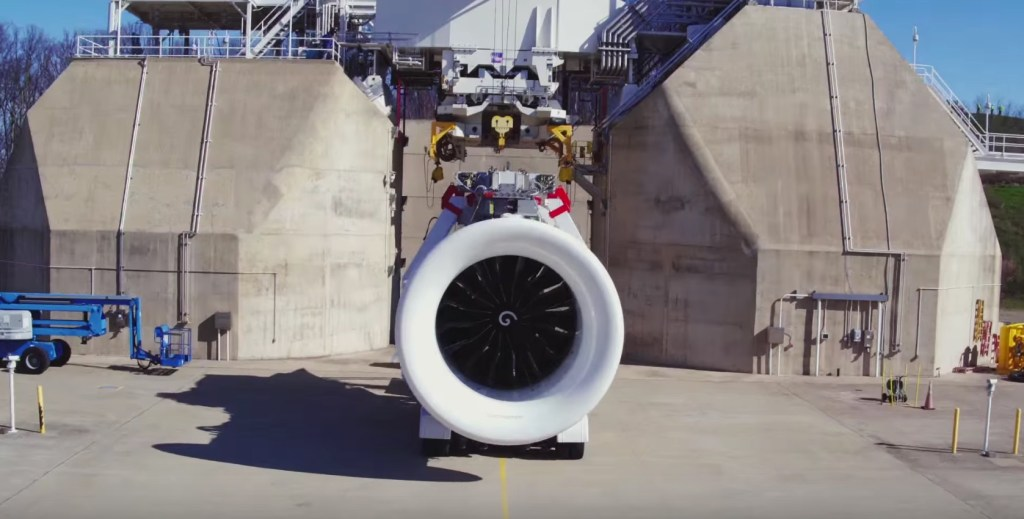Firing_Up_the_First_GE9X_Engine_-_YouTube