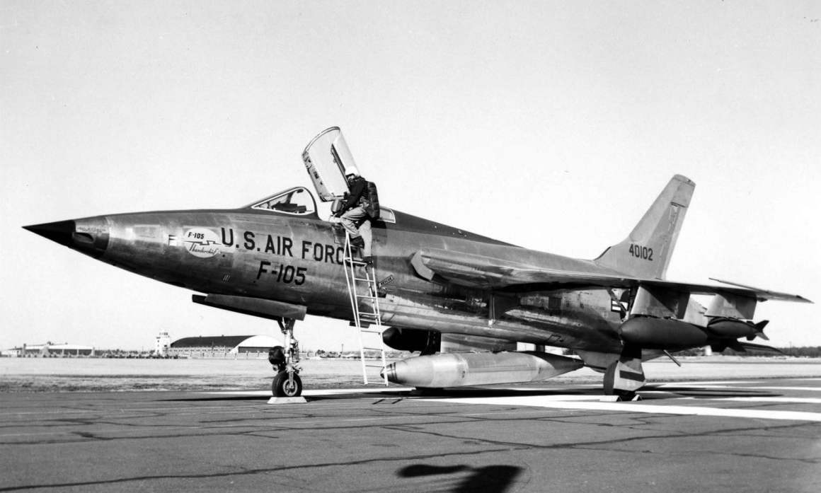 Republic_F-105B-1-RE_SN_54-0102_the_thir