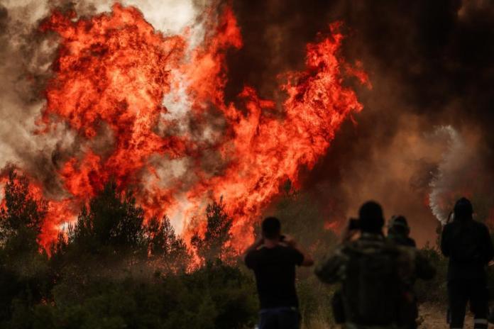 Πυρκαγιά στη Βαρυμπόμπη