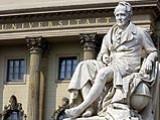 Denkmal A. v. Humboldts vor der HU Berlin