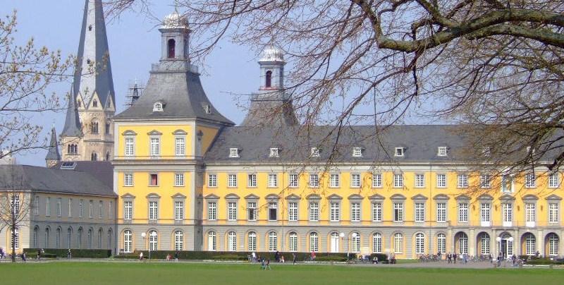 Hofgarten mit Kurfürstlichem Schloss und Münster, Bonn (Hans Weingartz, CC BY-SA 2.0 Deutschland)