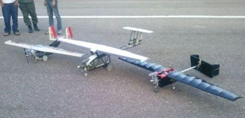 De Izq. a Der: Avión Titán III, avi´pn Caricare IV y avión Grifo