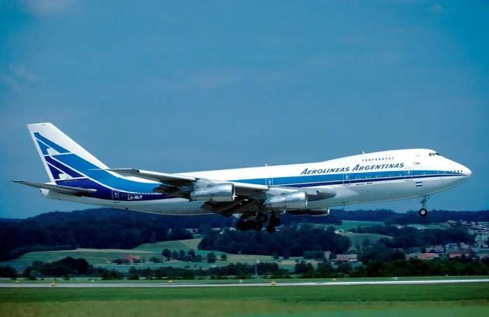 Boeing 747-200 LV-MLP aterrizando en Zurich en 1982 (Foto: Eduard Marmet/Wikipedia)