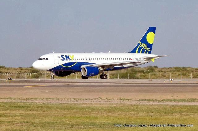 Airbus A319 CC-AMP de Sky Airline en Mendoza (Foto: Gustavo Lepez)