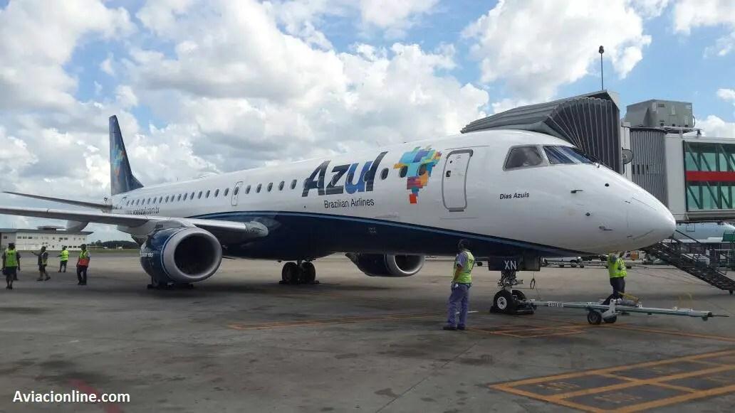 Embraer 195 PR-AXN de Azul en el aeropuerto de Ezeiza. Vuelo inaugural, 06/03/2017.