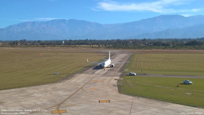 Boeing 737-800 LV-GWL ingresando a la plataforma del aeropuerto de Salta (Foto via Aeropuertos de Salta)