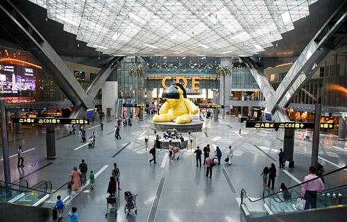 Центральный зал вылета в аэропорту Дохи