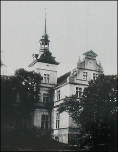 Ungru Manor