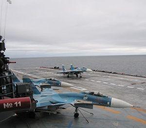 Sukhoi_Su-33_on_Admiral_Kuznetsov-1