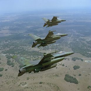F-16 verde