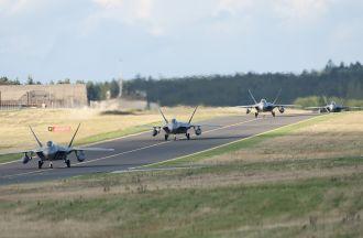 F-22 Raptors arrive in Europe