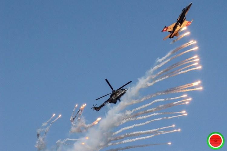 lancio di flare F/A-18 Hornet Swiss Air Force