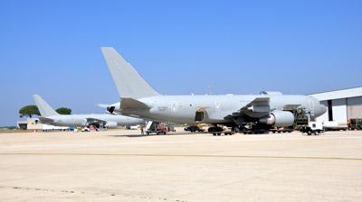 kc767 air to air refuelling