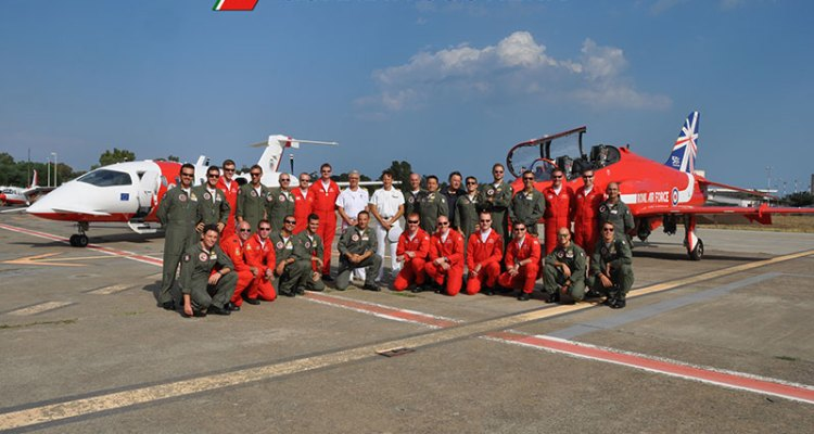 raf red arrows ospiti della 2 nucleo aereo della guardia costiera di catania