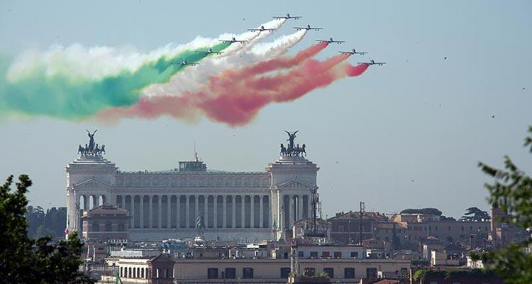 frecce tricolori sorvolo roma 2 giugno 2015