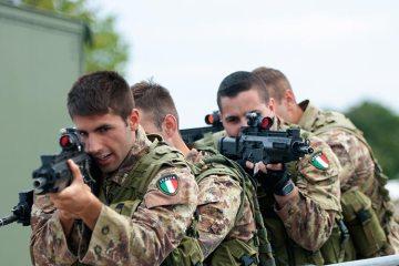 Swift Response 2015 paracadutisti della Folgore