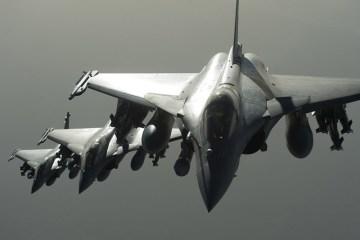caccia francesi attaccano isis in siria