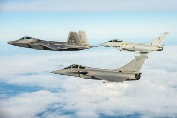 esercitazione di combattimento aereo tra uk, usa e francia