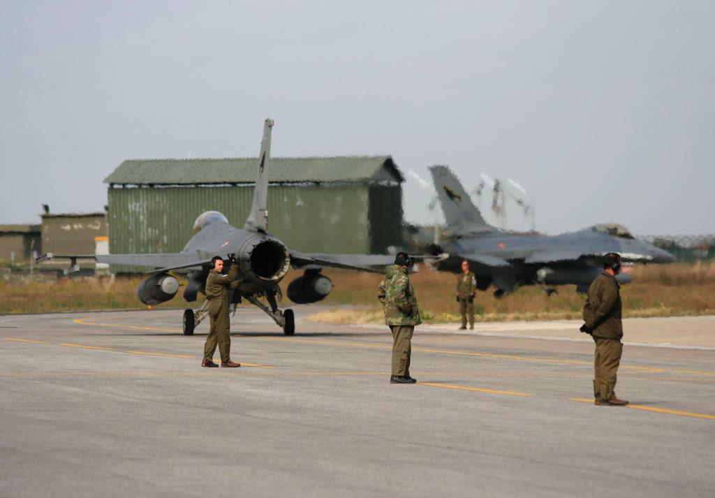 caccia F-16 aeronautica militare