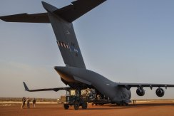 SAC C-17 Unloading in Gao