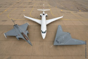 Dassault formation Flight - nEUROn, Rafale & Falcon 7X on the ground.
