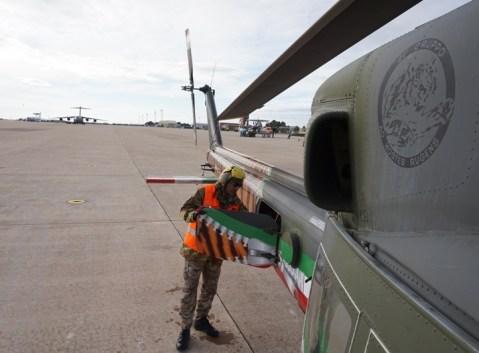 Uno specialista del 9° Stormo effettua i controlli pre-volo