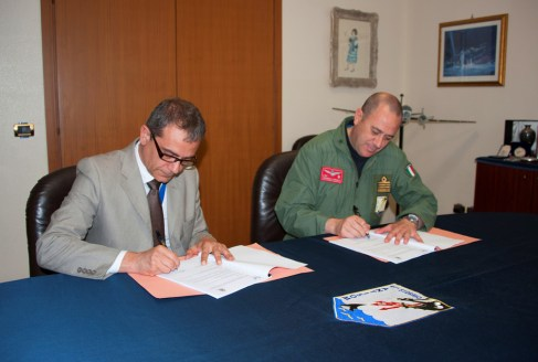 Firma della LoA da parte del Dott Gigliotti e del Col Fedele (2)