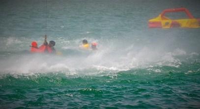 Recupero naufraghi con il verricello (2)