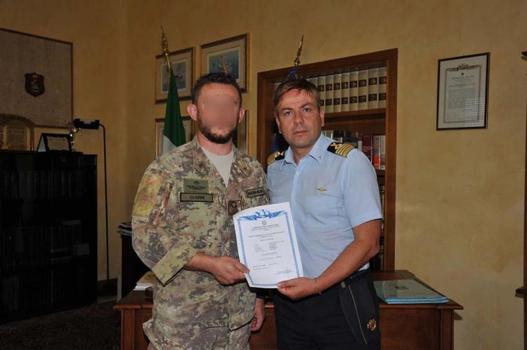 colonnello-Stasolla-consegna-attestato-di-idoneita