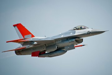 QF-16 Full-Scale Aerial Target raggiunge la Initial Operational Capability